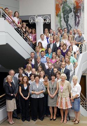 67 neue Lehrkräfte, die im neuen Schuljahr den Dienst an den Schulen im Soester Kreisgebiet aufnehmen, erhielten am Montag, 10. August 2009, im Kreishaus ihre Urkunden bzw. Arbeitsverträge.
