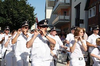 Das Tambourkorps Geseke gratulierte den Bürenern. Foto: Laame